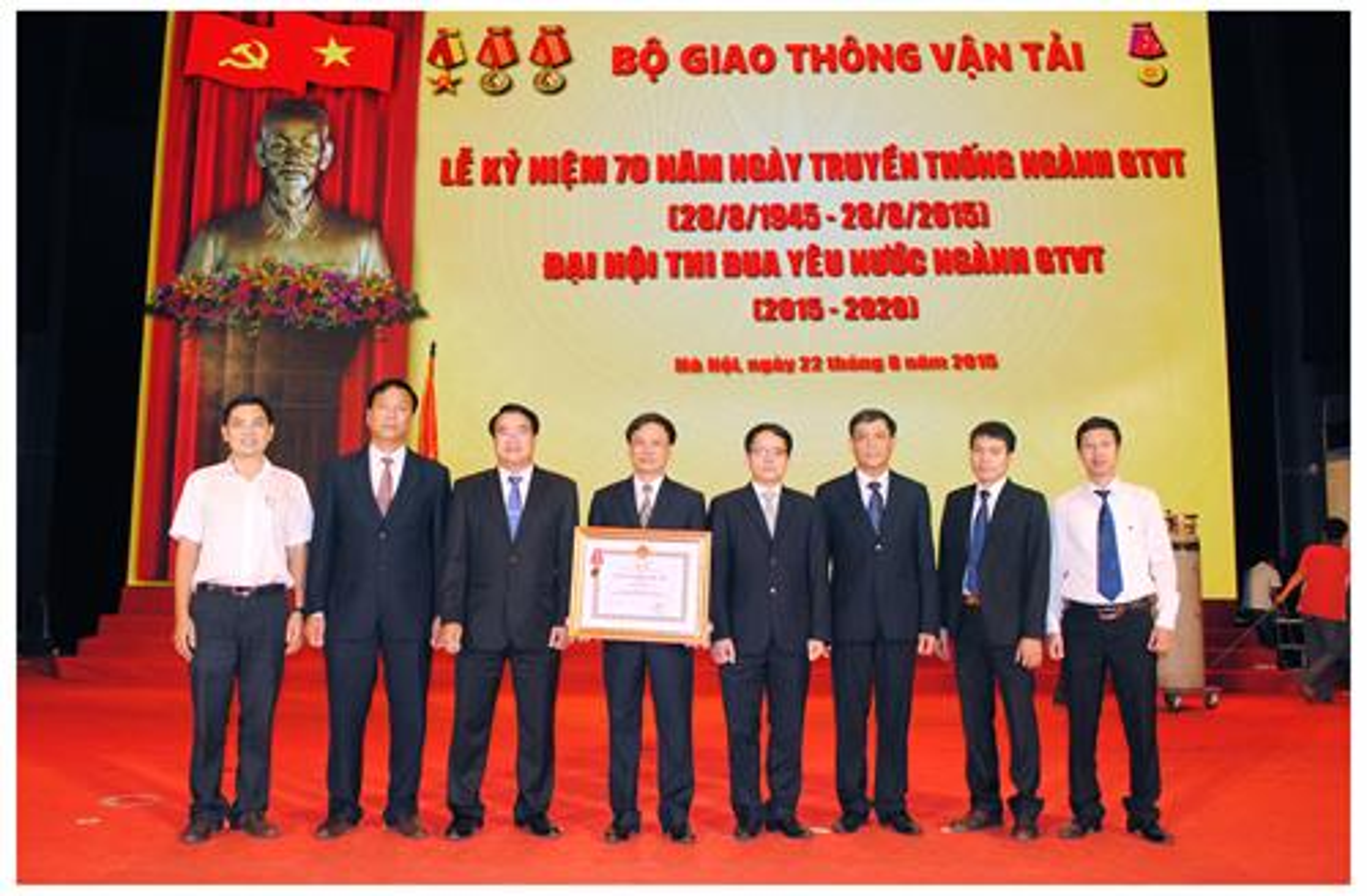 1. Cục Đăng kiểm Việt Nam đón nhận Huân chương Độc lập hạng Nhì.JPG